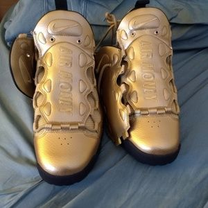 Nike Air More Money Gold
